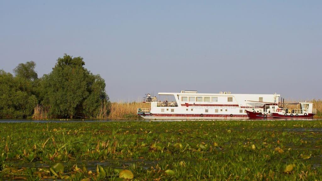 Cu hotelul plutitor in Delta Dunarii